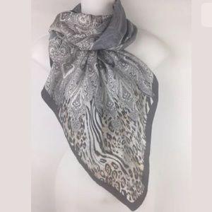✨Adrienne vittadini 100% Silk Scarf True Vintage